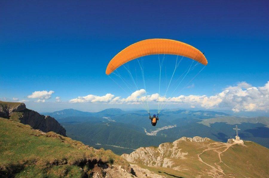 Na jakie okazje lot paralotnią jest świetnym pomysłem na prezent?