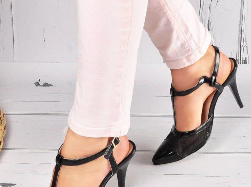 Jaki wybrać sposób zapięcia sandałów damskich?